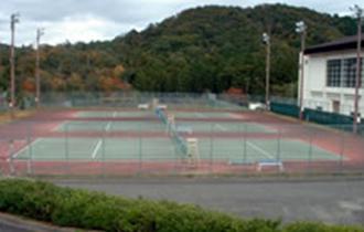 雨山テニスコートの画像